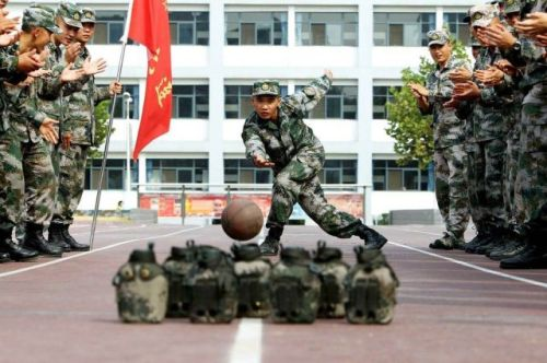 "Soldiers of Chinese People's Liberation Army ""bowl"" during China's seven-day National Day holiday in Jinan"